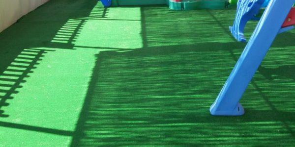 çocuk oyun parkı çimi